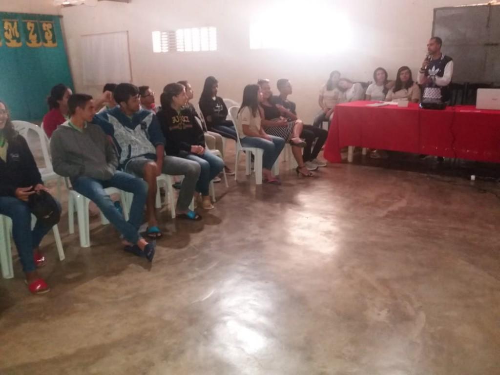 Projeto 'Papo de Adolescente' promove interação entre alunos e professores na EMEF Macário Zulmiro