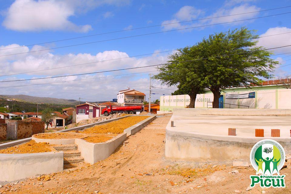 Construção das Praças no Bairro Limeira segue em Andamento