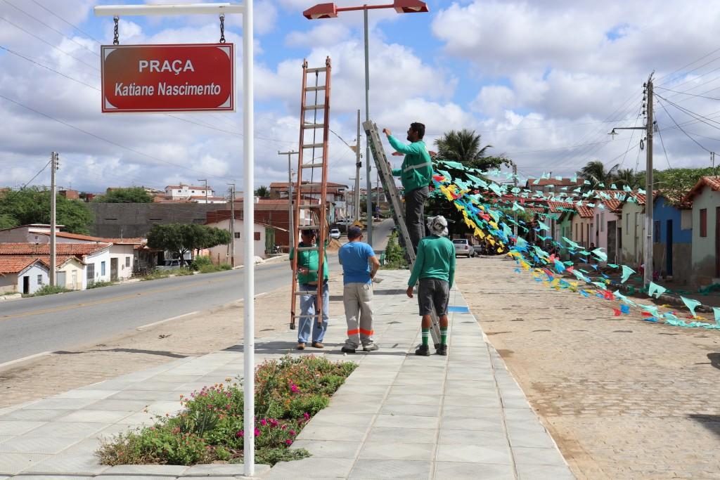 Praça Katiane Nascimento recebe ornamentação para período junino 2019