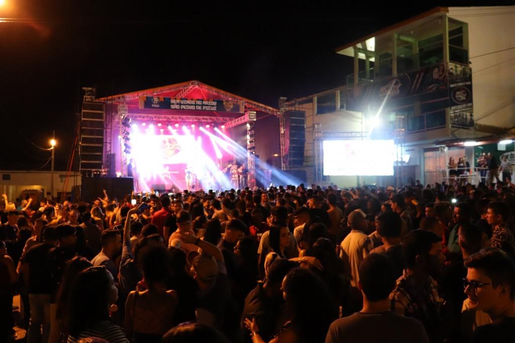 Multidão prestigia primeiro dia do São Pedro 2019 em Picuí