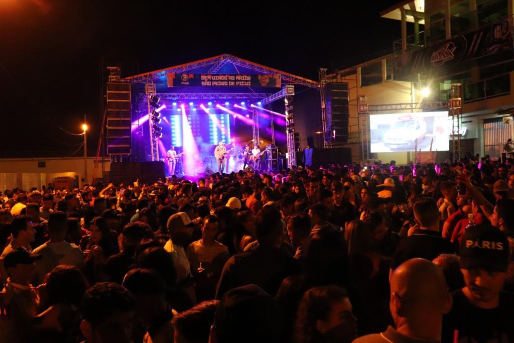 Segunda noite do São Pedro de Picuí reuniu milhares de pessoas em praça pública