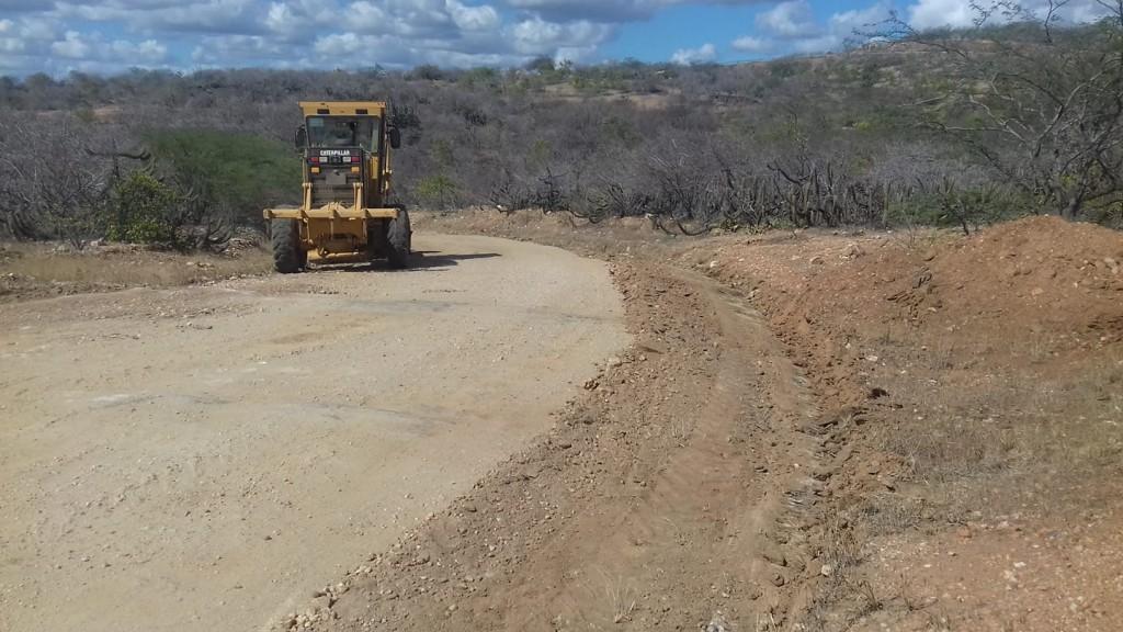 Recuperação de estradas em Picuí continua por comunidades rurais