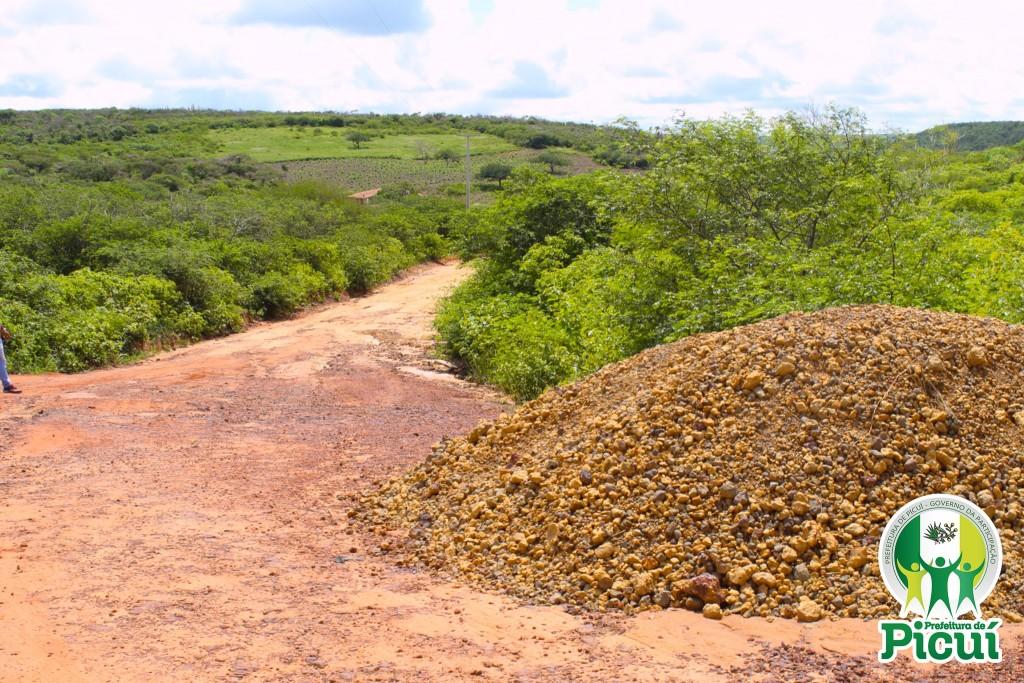 Processo de Terraplanagem é Iniciado na Estrada que Liga os Distritos de Santa Luzia e Serra dos Brandões