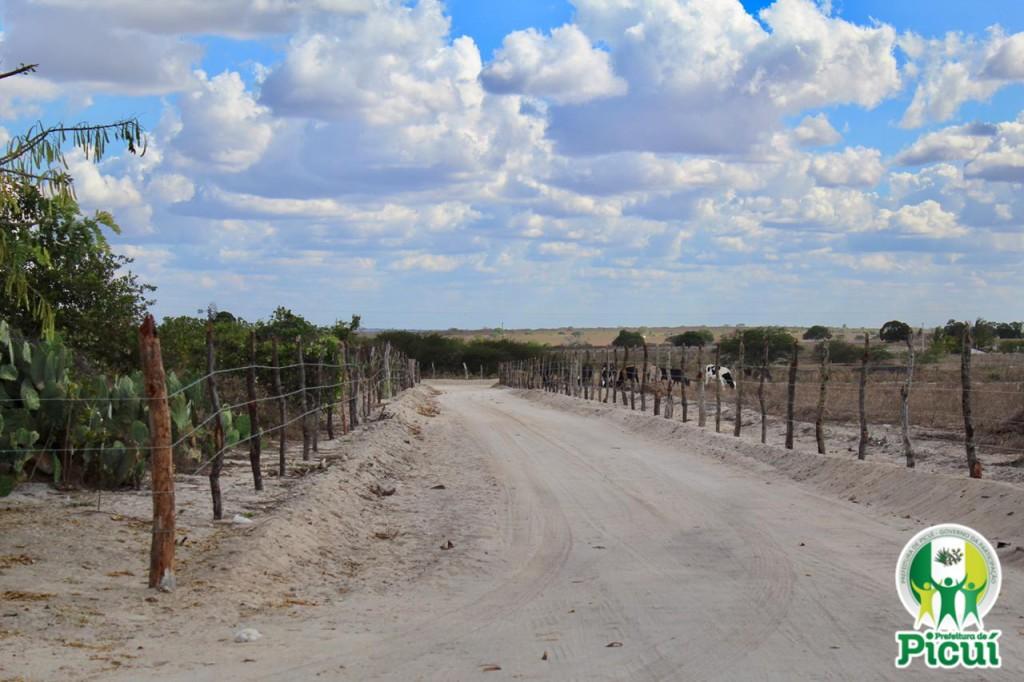 Equipe da Secretaria de Agricultura Recupera Estradas Vicinais na Zona Rural de Picuí