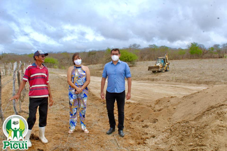 Prefeito Constitucional de Picuí Vistoria Ações da Secretaria de Agricultura na Zona Rural do Município