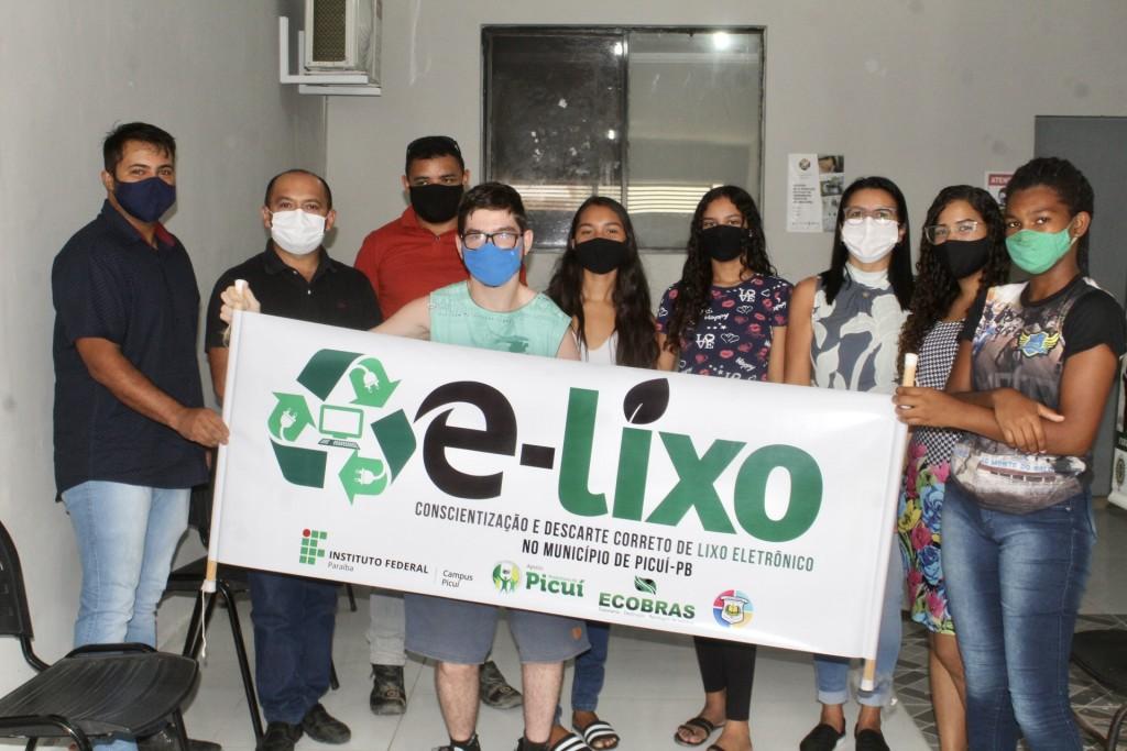 Alunos da Escola Estadual Felipe Tiago Gomes realizam Visita ao Projeto E-Lixo