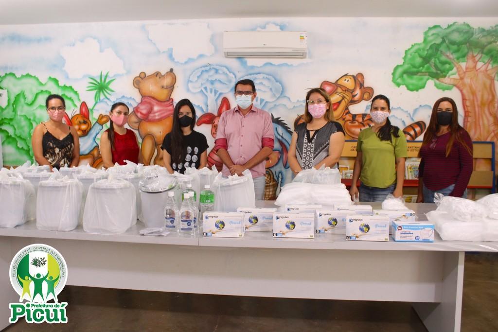 Prefeitura de Picuí entrega EPI's aos Profissionais da Assistência Social