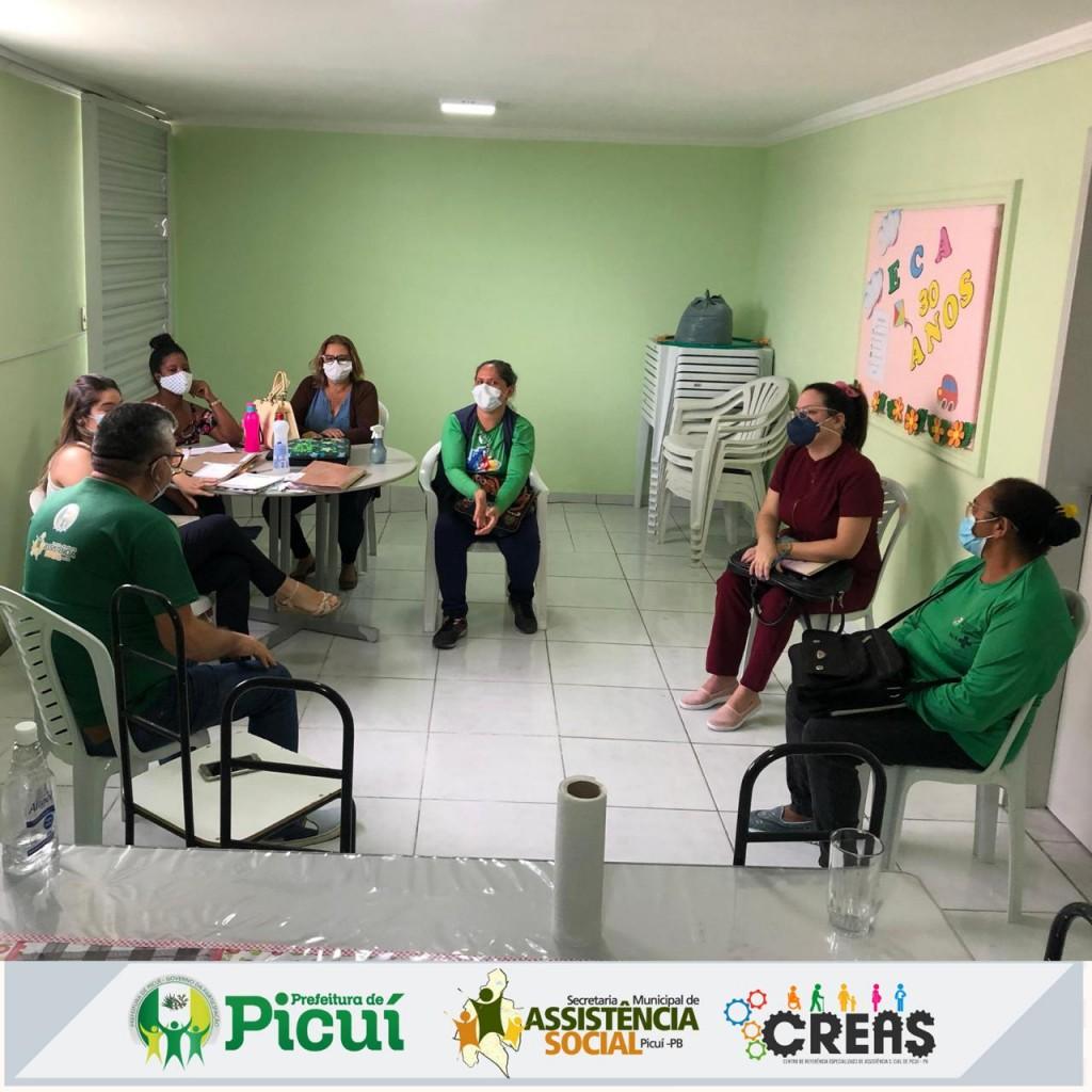 Profissionais do CREAS se Reunem com a Equipe da Saúde na Perspectiva de Realizarem um Trabalho Interdisciplinar