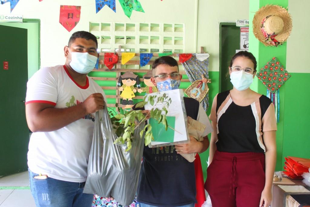 Secretaria de Assistência Social realiza entrega de Atividades Socioeducativas e Mudas de Plantas