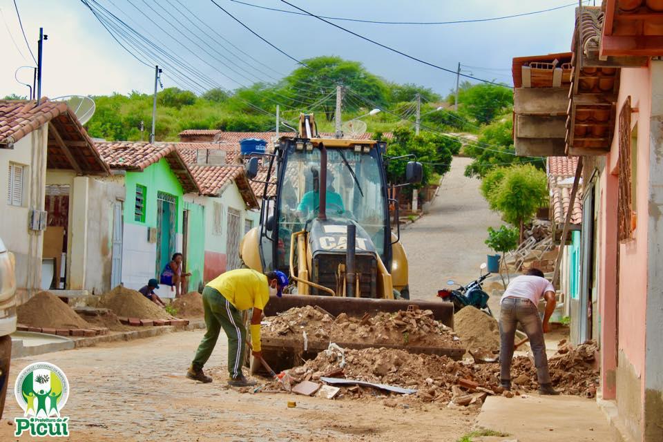 Equipe da Secretaria de Infraestrutura Realiza Limpeza Urbana